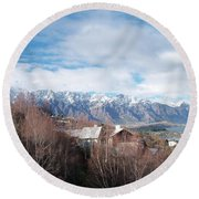 Winter In Queenstown Round Beach Towel