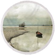Winter Morning By The Lake Round Beach Towel