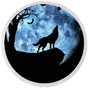Wolf Howling At Full Moon With Bats Round Beach Towel