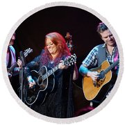 Wynonna Judd In Concert With Hubby Cactus Moser And Band Guitarist Round Beach Towel