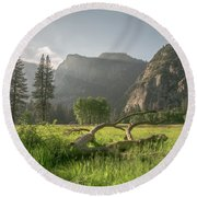 Sundown On The Valley Round Beach Towel