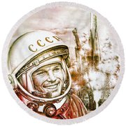 Yuri Gagarin - Cosmonaut 1961 Watercolor Round Beach Towel