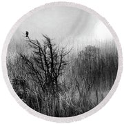 A Starling By The Sea  Round Beach Towel