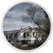 Abandoned Farmhouse In Golden, New Mexico Round Beach Towel