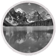 Afternoon Rocky Reflections At Moraine Lake Black And White Round Beach Towel