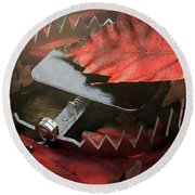 Animal Trap In Leaves Round Beach Towel