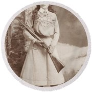 Annie Oakley Holding A Rifle - 1899 Round Beach Towel