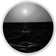 Aruba Sunset In Black And White Round Beach Towel