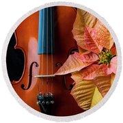 Baeutiful Violin And Poinsettia Round Beach Towel