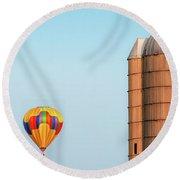 Balloon And Silo Round Beach Towel