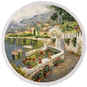 barche a Bellagio Round Beach Towel