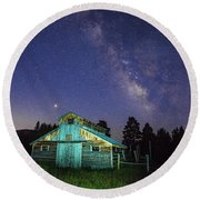 Barn In Rocky 2 Round Beach Towel