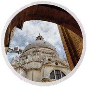 Basilica Di Santa Maria Della Salute Venice Italy Round Beach Towel