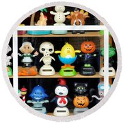 Bobbleheads In Store Window In Schroon Lake Ny In Adirondacks Round Beach Towel
