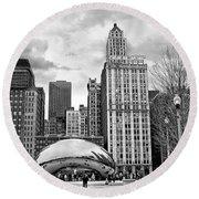 Chicago Skyline In Black And White Round Beach Towel
