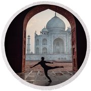 Dancer At The Taj Round Beach Towel