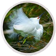 Dancing Egret Round Beach Towel