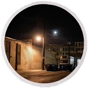 Dark Chicago City Alley At Night With The Moon Round Beach Towel
