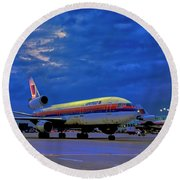 Dc10-30 Taxi Chicago Ohare Early Morning  521010057 Round Beach Towel