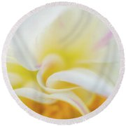 Flower Curves Round Beach Towel