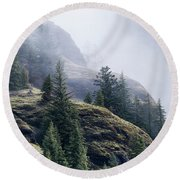 Foggy On Saddle Mountain Round Beach Towel