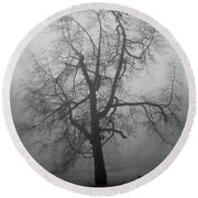 Foggy Tree In Black And White Round Beach Towel