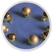 Golden Christmas Balls On The Snowy Background Round Beach Towel