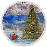 Happy Christmas Parrot Round Beach Towel