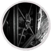 Iron Gate In Bw Round Beach Towel