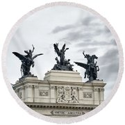 La Gloria Y Los Pegasos Sculptures Round Beach Towel