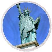 Lady Liberty In Paris Round Beach Towel