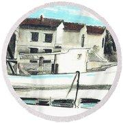 Le Barche Galleggianti Nel Mare Adriatico  Round Beach Towel