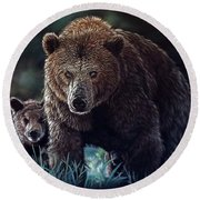 Mama Brown With Cubs Round Beach Towel