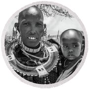 Masaai Mother And Child Round Beach Towel