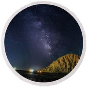 Milky Way Over Morro Rock Round Beach Towel