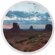 Monument Valley Before Sunrise Round Beach Towel
