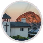 Moonset Above Morro Rock Round Beach Towel