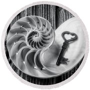 Nautilus Shell And Old Key Black And White Round Beach Towel