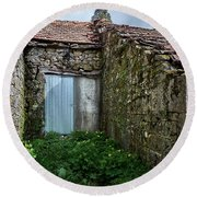 Old Abandoned House In Bainte Round Beach Towel