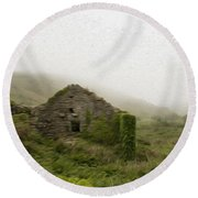 Old Abandoned House Round Beach Towel