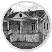 Old House Black And White Round Beach Towel