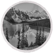 Red Morning Peaks At Moraine Lake Black And White Round Beach Towel