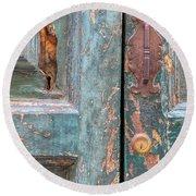 Rustic Green Door Of Cortona Round Beach Towel