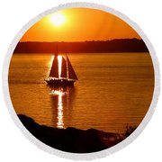 Sailing At Sunset Round Beach Towel