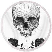 Skull N' Roses Round Beach Towel