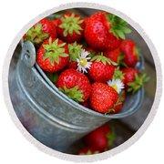 Strawberries And Daisies Round Beach Towel