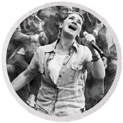 Street Singer In Florence Round Beach Towel