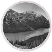 Sunrise Reflections In Peyto Lake Black And White Round Beach Towel