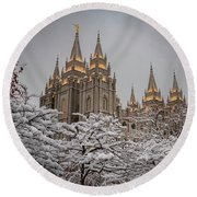 Temple In The Snow Round Beach Towel
