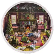 The Micey Christmas Heisty Round Beach Towel